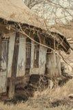 Παλαιό παραδοσιακό σπίτι Abanoned στο ουκρανικό χωριό Κλιμένοι τοίχοι, αγροτική ερήμωση στοκ φωτογραφία με δικαίωμα ελεύθερης χρήσης