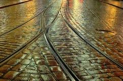Παλαιό πεζοδρόμιο πετρών και οι ράγες τραμ Στοκ Εικόνα