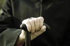 παλαιό περπάτημα ραβδιών χεριών Στοκ εικόνες με δικαίωμα ελεύθερης χρήσης