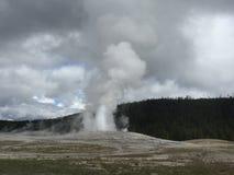 Παλαιό πιστό geyser στο εθνικό πάρκο Yellowstone στοκ εικόνα με δικαίωμα ελεύθερης χρήσης