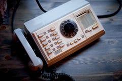 Παλαιό πλαστικό αναδρομικό τηλέφωνο Βρώμικος, grunge Στοκ Εικόνες