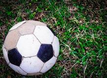 Παλαιό παλαιό ποδόσφαιρο σφαιρών ποδοσφαίρου Στοκ εικόνα με δικαίωμα ελεύθερης χρήσης