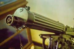 Παλαιό πυροβόλο όπλο Gatling, μια από την πιό γνωστή πρόωρη γρήγορος-πυρκαγιά συμπιεζόμενη δί ελατηρίου Το πυροβόλο όπλο Gatling  Στοκ Εικόνα