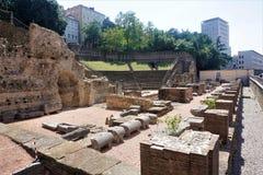 Παλαιό ρωμαϊκό θέατρο στην πόλη της Τεργέστης Στοκ Φωτογραφίες