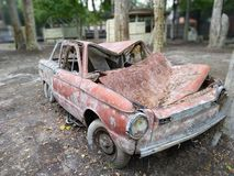 Παλαιό ρωσικό αυτοκίνητο σε πιό forrest στοκ εικόνα με δικαίωμα ελεύθερης χρήσης
