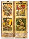 Παλαιό ρωσικό ορθόδοξο εικονίδιο Η βασιλική πύλη με το Evangelis Στοκ Φωτογραφίες