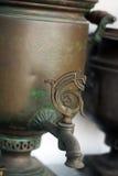 παλαιό ρωσικό σαμοβάρι στοκ φωτογραφία με δικαίωμα ελεύθερης χρήσης