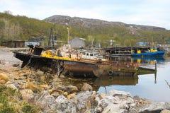 Παλαιό σκάφος στην προκυμαία Στοκ Εικόνες