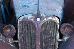 Παλαιό σκουριασμένο αυτοκίνητο Στοκ Φωτογραφίες