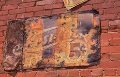 Παλαιό σκουριασμένο εκλεκτής ποιότητας σημάδι με το λογότυπο της Pepsi Στοκ εικόνα με δικαίωμα ελεύθερης χρήσης