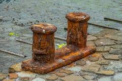 Παλαιό σκουριασμένο bollarnd σε μια πρόσδεση Tenerife στοκ εικόνα