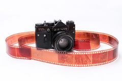 Παλαιό σοβιετικό Zenit TTL κάμερα ταινιών 35 χιλ. που απομονώνεται στο λευκό Στοκ εικόνες με δικαίωμα ελεύθερης χρήσης