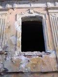 Παλαιό σπίτι παραθύρων. Στοκ εικόνες με δικαίωμα ελεύθερης χρήσης