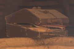 Παλαιό στήθος στη σοφίτα Στοκ φωτογραφία με δικαίωμα ελεύθερης χρήσης
