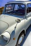 Παλαιό συμπαγές αυτοκίνητο ύφους με τα εκλεκτής ποιότητας χαρακτηριστικά γνωρίσματα από το driver& x27 Si του s Στοκ εικόνες με δικαίωμα ελεύθερης χρήσης