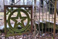 Παλαιό σύμβολο στο φράκτη τρισδιάστατος αφηρημένος τρύγος εικόνων ανασκόπησης ηλικίας κατασκευή Στοκ Εικόνες