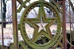 Παλαιό σύμβολο στο φράκτη τρισδιάστατος αφηρημένος τρύγος εικόνων ανασκόπησης ηλικίας κατασκευή Στοκ Φωτογραφία