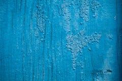 Παλαιό υπόβαθρο του ραγισμένου χρώματος του μπλε χρώματος σε μια ξύλινη επιφάνεια στοκ φωτογραφία με δικαίωμα ελεύθερης χρήσης