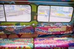 Παλαιό φορτηγό που διακοσμείται με τα γκράφιτι και τα φω'τα Στοκ φωτογραφία με δικαίωμα ελεύθερης χρήσης