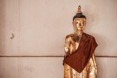 Παλαιό χρυσό γλυπτό του Βούδα στο Si Thamm Wat Phra Mahathat Nakhon Στοκ Εικόνες