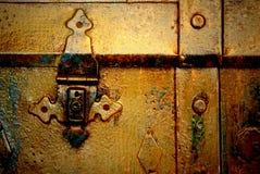 Παλαιό χρυσό στήθος μετάλλων, Στοκ Εικόνες