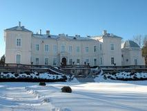 Παλαιό όμορφο ηλέκτρινο κτήριο παλατιών σε Palanga, Λιθουανία στοκ εικόνες
