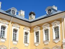 Παλαιό όμορφο κτήριο παλατιών Rundale, Λετονία στοκ φωτογραφία με δικαίωμα ελεύθερης χρήσης