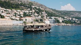 Παλαιό cruiseboat κοντά σε Dubrovnik στοκ εικόνα