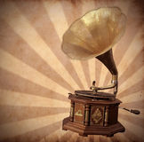 Παλαιό gramophone χαλκού στον τρύγο Στοκ Φωτογραφία