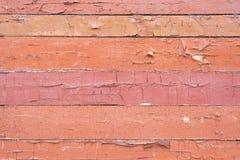 Παλαιό shabby, ξεφλουδίζοντας χρώμα σε έναν ξύλινο τοίχο στοκ εικόνα
