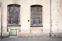 Παλαιό wal με τα Windows Στοκ φωτογραφίες με δικαίωμα ελεύθερης χρήσης