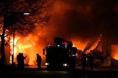 παλεύοντας πυροσβέστε&sigm Στοκ εικόνες με δικαίωμα ελεύθερης χρήσης