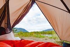 Παλιή άποψη ποταμών Yukon από μέσα από τη σκηνή στοκ φωτογραφίες με δικαίωμα ελεύθερης χρήσης