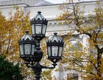 Παλιή θέση λαμπτήρων στο πάρκο το φθινόπωρο Στοκ εικόνα με δικαίωμα ελεύθερης χρήσης