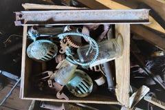 Παλιοπράγματα σε ένα κιβώτιο στοκ φωτογραφία με δικαίωμα ελεύθερης χρήσης