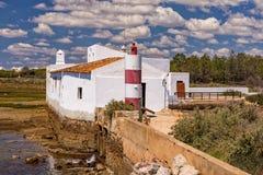 Παλιρροιακός μύλος at low tide, Αλγκάρβε, Πορτογαλία στοκ εικόνες