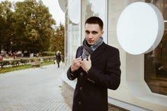Παλτό και μαντίλι ατόμων Στοκ φωτογραφία με δικαίωμα ελεύθερης χρήσης