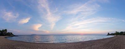 Πανέμορφα χρώματα θάλασσας και ουρανού στο σούρουπο, Sithonia, Χαλκιδική, Ελλάδα Στοκ Φωτογραφίες