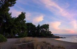 Πανέμορφα χρώματα θάλασσας και ουρανού στο σούρουπο, Sithonia, Χαλκιδική, Ελλάδα Στοκ εικόνα με δικαίωμα ελεύθερης χρήσης