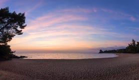 Πανέμορφα χρώματα θάλασσας και ουρανού στο σούρουπο, Sithonia, Χαλκιδική, Ελλάδα Στοκ Εικόνα