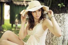 Πανέμορφη κυρία με τα όμορφα μάτια στοκ εικόνες
