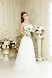 Πανέμορφη νύφη στο γαμήλιο φόρεμα πολυτέλειας Νύφη Στοκ Εικόνα