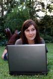 πανέμορφο γυναικείο lap-top υπ Στοκ Εικόνα