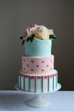 Πανέμορφο ζωηρόχρωμο γαμήλιο κέικ στοκ εικόνες με δικαίωμα ελεύθερης χρήσης
