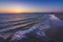 Πανέμορφο ηλιοβασίλεμα στην παραλία φάρων Στοκ εικόνα με δικαίωμα ελεύθερης χρήσης