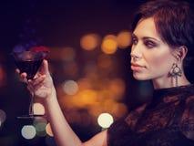 Πανέμορφο θηλυκό στο κόμμα Στοκ φωτογραφία με δικαίωμα ελεύθερης χρήσης