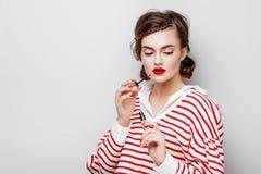Πανέμορφο νέο πορτρέτο προσώπου γυναικών Brunette στοκ φωτογραφίες με δικαίωμα ελεύθερης χρήσης