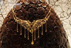 Πανέμορφο χρυσό περιδέραιο μόδας Στοκ Φωτογραφίες
