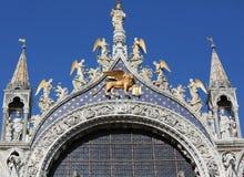 Πανέμορφο χρυσό φτερωτό λιοντάρι στη βασιλική του σημαδιού Αγίου στη Βενετία, Στοκ εικόνα με δικαίωμα ελεύθερης χρήσης