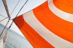Πανί μιας πλέοντας βάρκας στοκ εικόνες